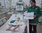 Quỹ Nhân ái trao nóng 10 triệu đồng đến bé Phương Anh 3 tuổi bị tai nạn thảm khốc