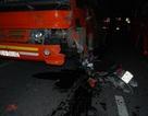 Mô tô va chạm xe ô tô chở công nhân khiến một người tử vong