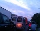 Quốc lộ ùn tắc gần 10km vì thi công đường