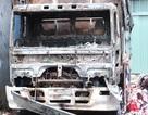 Xe tải đang đậu bỗng dưng bốc cháy ngùn ngụt