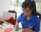 Độc đáo nữ sinh vẽ tranh bằng... đầu ngón tay