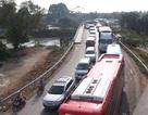 Xe Container leo dải phân cách, ô tô xếp hàng 4 kilomet trên Quốc lộ 1A