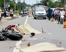 Xe chở gỗ tông 2 xe máy, 2 người tử vong