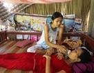 Thương bé lớp 8 làm việc quần quật mong cứu mẹ thoát bệnh hiểm nghèo