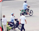 """Xe ôm """"lộng hành"""" ngay cửa ngõ sân bay Tân Sơn Nhất"""