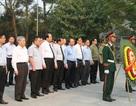Thủ tướng Nguyễn Xuân Phúc dâng hương viếng các liệt sĩ tại Quảng Trị