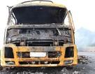 Xe tải cháy dữ dội, hơn 2.000 thùng mì tôm thành tro