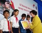Khánh Hòa: Trao 300 suất học bổng đến học sinh vùng biển đảo, con ngư dân