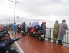 Hàng chục người đội mưa tìm 2 cha con mất tích trên Vịnh Nha Trang