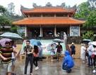 """Du khách Trung Quốc """"đội mưa"""" khám phá Nha Trang"""