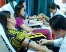 Gần 1.200 người tham gia hiến máu tình nguyện