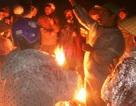Dân đốt lửa, dầm mưa bao vây nhà máy phân bón