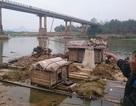 Xôn xao tin đồn người phụ nữ đứng trên cầu ném con xuống sông