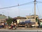 Kinh hoàng chứng kiến 2 ô tô tông hàng loạt nhà dân