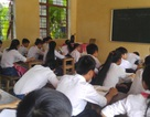 Lớp học bị cắt điện chiếu sáng, quạt mát vì kinh phí quá ít