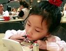 Khoảnh khắc lem nhem son phấn của nhóc tì nhà Ốc Thanh Vân