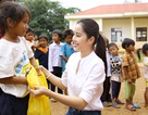 Hoa khôi Nam Em vượt 300km mang trung thu đến với trẻ em K'Ho