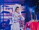 Á hậu Hoàng Oanh gây xúc động lần đầu diễn cải lương