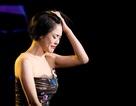 Thu Phương thay 5 chiếc váy, khóc ròng trong đêm nhạc tại Hà Nội
