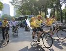 Ca sỹ Vy Oanh, Minh Thuận cùng sinh viên đạp xe cổ vũ nghị lực Việt