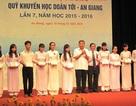 Năm 2015: Hơn 1.000 HS, SV nhận học bổng Doãn Tới