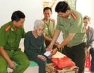 Đoàn viên công an, bệnh viện… cấp thuốc, tặng quà cho 450 hộ nghèo