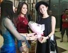 Hoa hậu hoàn vũ Myanmar 2014 ra sân bay đón Huyền My