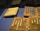 """Triển lãm 21 cuốn """"Kinh sách triều Nguyễn"""" bằng vàng ròng"""