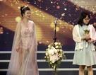 NSƯT Kim Oanh gây choáng khi diện đồ xuyên thấu lên trao giải Cánh diều