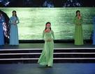32 thí sinh Hoa hậu Việt Nam 2016 trình diễn áo dài đầy duyên dáng