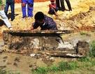 Hà Tĩnh: Phát hiện mộ thuyền của người Việt cổ khi làm mương
