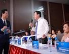 """Phan Anh """"đối mặt"""" với nhà báo Hồng Thanh Quang trên sân khấu Hoa hậu"""
