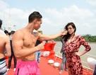 Thái Hòa - Kim Lý cởi trần đấu võ trên du thuyền