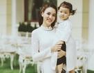 Con gái Trang Nhung ngượng ngùng trước ống kính