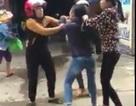 Cô gái trẻ bị 3 phụ nữ đánh ghen giữa phố