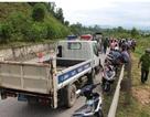"""Hai phụ nữ tử nạn vì """"đối đầu"""" xe tải"""