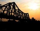 Đừng mang gánh nặng đè lên cầu Long Biên thêm nữa!