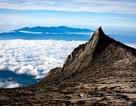 Xảy ra động đất vì du khách đã... khỏa thân trên núi thiêng?