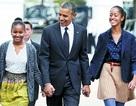 """Nhà hát """"náo loạn"""" vì cha con ông Obama cùng nhau đi xem kịch"""