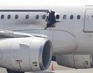 Hành khách ngồi xe lăn đánh bom xé toạc thân máy bay trên bầu trời Somali