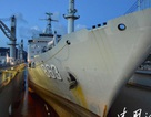 Trung Quốc hạ thủy xưởng nổi sửa chữa tàu chiến trên biển