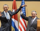 """Khoảnh khắc """"bắt tay"""" bối rối của Tổng thống Obama và Chủ tịch Castro"""