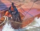 Huy động tàu cẩu 350 tấn trục vớt tàu Hoàng Phúc 18