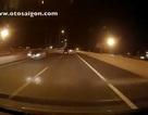 Hãi hùng nhìn ô tô chạy ngược chiều trên đường cao tốc