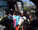 Vụ sập cầu Ghềnh: Đường sắt tê liệt, hành khách khốn đốn