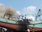 Tàu chứa 8.000 lít dầu bốc cháy dữ dội