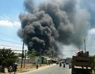 Cháy lớn tại xưởng bao bì, cột khói đen bốc cao hàng trăm mét