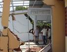 Hàng chục nhà dân vỡ toác, sụp đổ