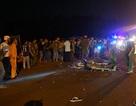 Xe máy kẹp 3 tông xe tải, 2 người tử vong