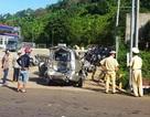 Xe ôtô bị xe container tông biến dạng, 6 người thoát chết